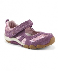 The SRT Cassidy proves you don't have to sacrifice style for comfort. Your baby can have the best of both worlds thanks to Sensory Response Technology in the footbed and outsole. Sensory pods allow her to feel and react to the ground beneath her while a self-molding footbed evenly disperses pressure.