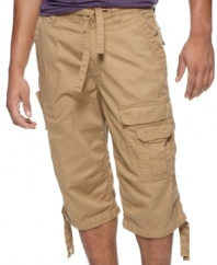 Go long. These cargo shorts from Sean John get a few extra inches for truly streetwise styling.