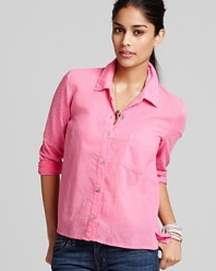 With a chic high/low hemline and classic collar, Splendid retools the button-front shirt into a fresh idea for fall.