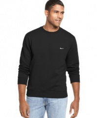 Casual sportswear from the experts. This crew-neck shirt from Nike is no-fuss style.
